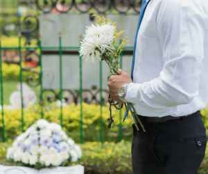 Furnizorii de servicii funerare non stop, printre angajatii care nu au sarbatori