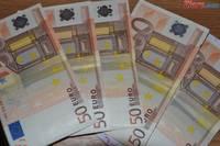 Curs valutar: Euro trece de 4,53 lei si atinge un maxim al ultimei luni