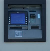 Cum poti retrage euro de la bancomat?