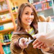 Piraeus returneaza clientilor 3% din tranzatiile efectuate prin cardul de credit