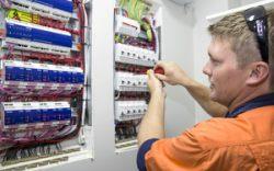 Automatizarile electrice si beneficiile aduse in domeniul industrial