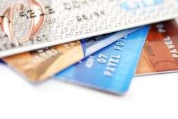 Milioane de europeni nu beneficiaza de servicii financiare