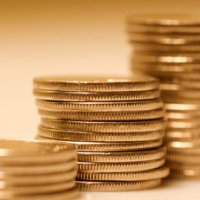 Studiu: Romanii prefera sa economiseasca si apoi sa cheltuiasca